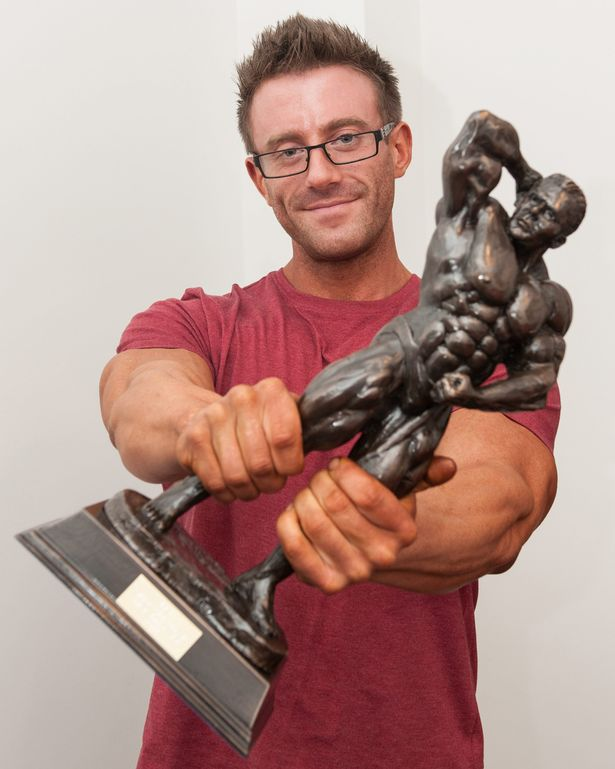 Người đàn ông 127kg bỗng cơ bắp cuồn cuộn nhờ cá cược - 6