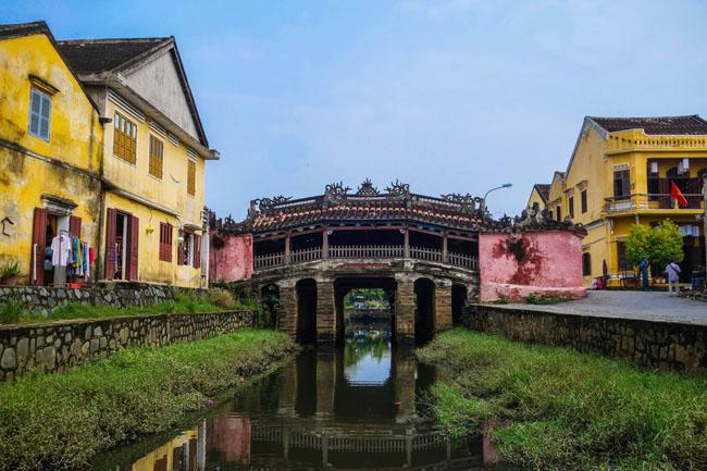 Chắc chắn du khách sẽ khó có thể bắt gặp cây cầu có hình dáng giống như căn nhà tại bất cứ đâu. Đây là cây cầu đặc trưng chỉ có tại Hội An, Quảng Nam