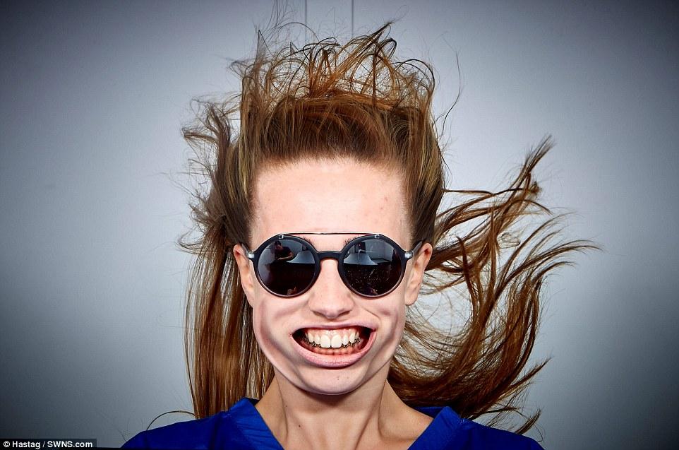 Những khuôn mặt biến dạng vì gió mạnh - 8