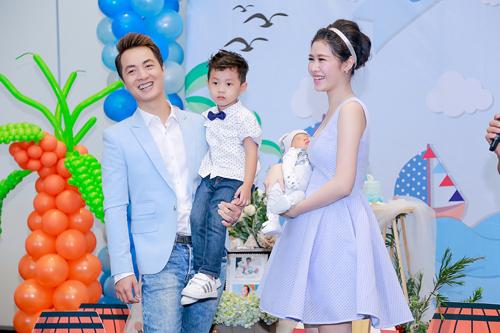 Vợ chồng Đăng Khôi hạnh phúc trong ngày đầy tháng con trai - 1