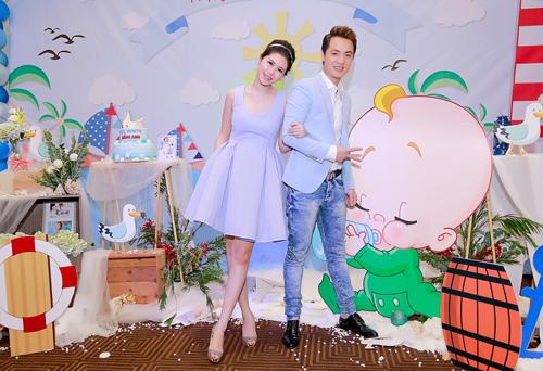 Vợ chồng Đăng Khôi hạnh phúc trong ngày đầy tháng con trai - 12