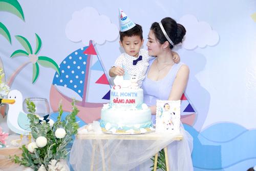 Vợ chồng Đăng Khôi hạnh phúc trong ngày đầy tháng con trai - 11