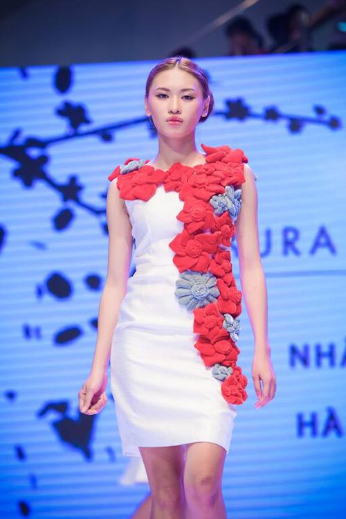 """Hoa hậu Thu Thảo xinh ngây ngất khi ngồi """"ghế nóng"""" - 7"""