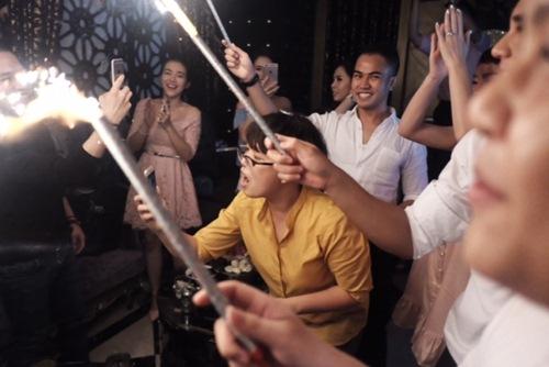 Tú Vi - Văn Anh quậy tưng bừng trong tiệc hậu đám cưới - 2