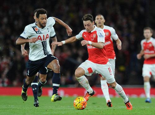 Arsenal lỡ ngôi số 1 NHA: Cái đầu mệt, đôi chân mỏi - 1
