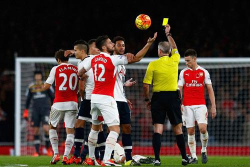 Arsenal lỡ ngôi số 1 NHA: Cái đầu mệt, đôi chân mỏi - 2