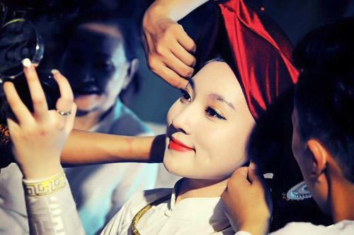 Ngất ngây với vẻ đẹp của cô đồng trẻ nhất Hà thành - 1