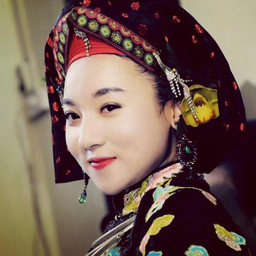 Ngất ngây với vẻ đẹp của cô đồng trẻ nhất Hà thành - 12