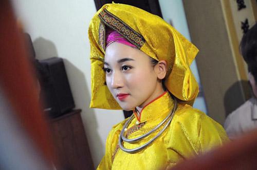 Ngất ngây với vẻ đẹp của cô đồng trẻ nhất Hà thành - 4