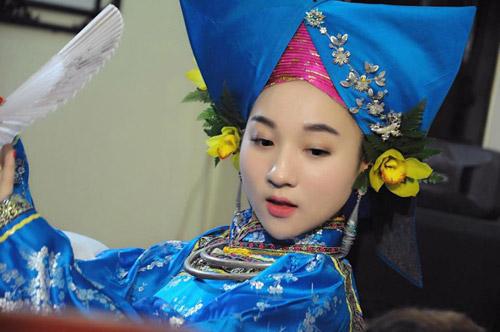 Ngất ngây với vẻ đẹp của cô đồng trẻ nhất Hà thành - 5