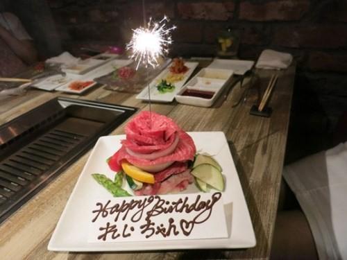Giới trẻ Nhật đón sinh nhật bằng bánh gato thịt tươi - 2