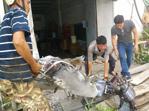 Thục mạng tháo chạy khi bê tông công trình đổ sập - 2