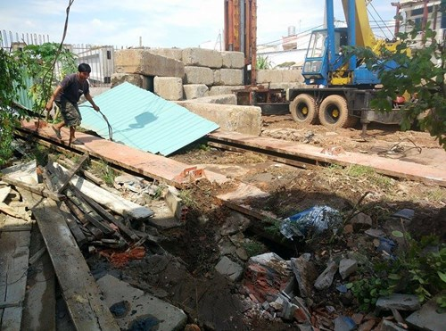 Thục mạng tháo chạy khi bê tông công trình đổ sập - 5