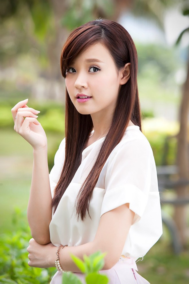 Dù đã 27 tuổi, Midu vẫn khiến nhiều người lầm tưởng thuộc thế hệ 9X vì gương mặt rất trẻ thơ.