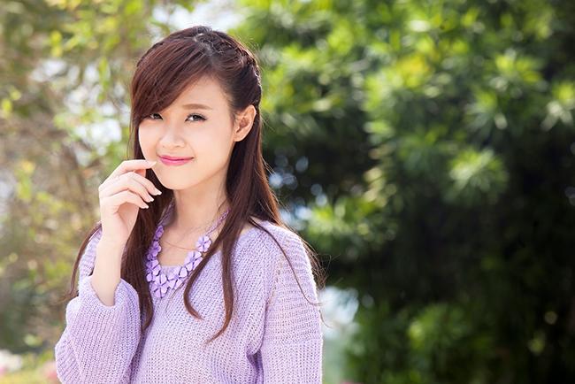 Với vóc dáng nhỏ nhắn, gương mặt bầu bĩnh dễ thương, trông Midu chẳng khác nào cô bé tuổi teen.