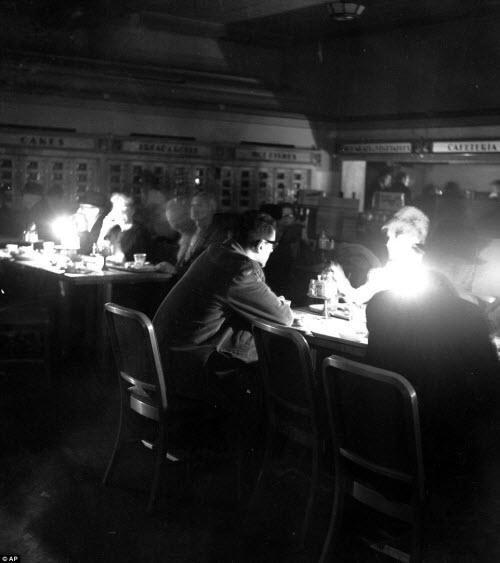 Ảnh: New York bị bóng tối mịt mùng bủa vây 10 tiếng - 5