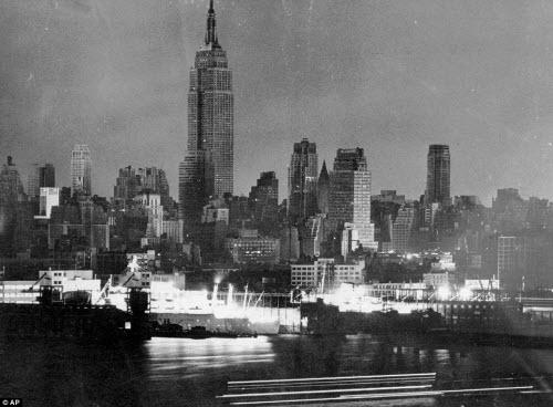 Ảnh: New York bị bóng tối mịt mùng bủa vây 10 tiếng - 10