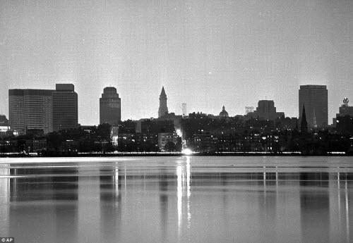Ảnh: New York bị bóng tối mịt mùng bủa vây 10 tiếng - 13