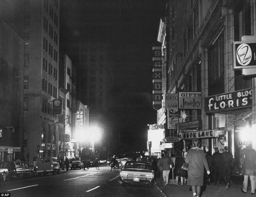 Ảnh: New York bị bóng tối mịt mùng bủa vây 10 tiếng - 14