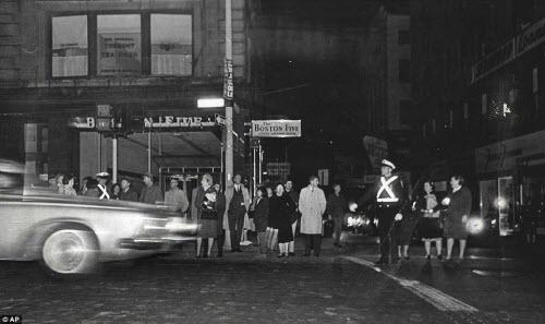 Ảnh: New York bị bóng tối mịt mùng bủa vây 10 tiếng - 15