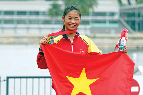 Cô gái dân tộc 16 tuổi và HCV châu Á lịch sử - 1