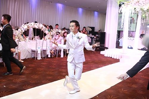 Clip nhảy siêu dễ thương trong tiệc cưới Tú Vi - Văn Anh - 1