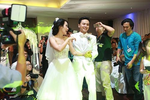 Clip nhảy siêu dễ thương trong tiệc cưới Tú Vi - Văn Anh - 2