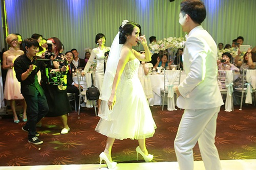 Clip nhảy siêu dễ thương trong tiệc cưới Tú Vi - Văn Anh - 3
