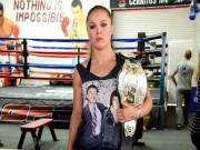 """Thể thao - UFC: Rousey đấm như máy, sẵn sàng """"đại chiến"""""""