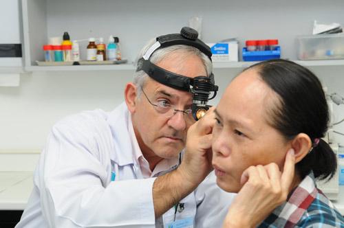 Phục hồi thính lực bằng phẫu thuật thay thế xương bàn đạp - 1