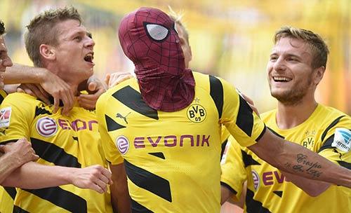 """""""Người Dơi"""" của Dortmund ghi bàn như siêu xe - 4"""