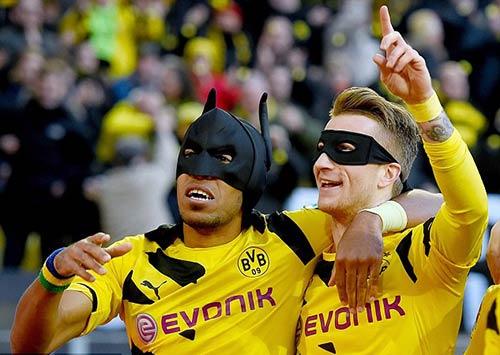 """""""Người Dơi"""" của Dortmund ghi bàn như siêu xe - 3"""