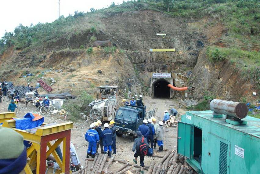 Vụ sập hầm thủy điện Đạ Dâng: Xử phạt 6 đơn vị - 1