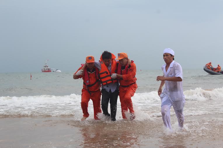 Hàng chục máy bay, tàu biển diễn tập cứu nạn hàng không - 5