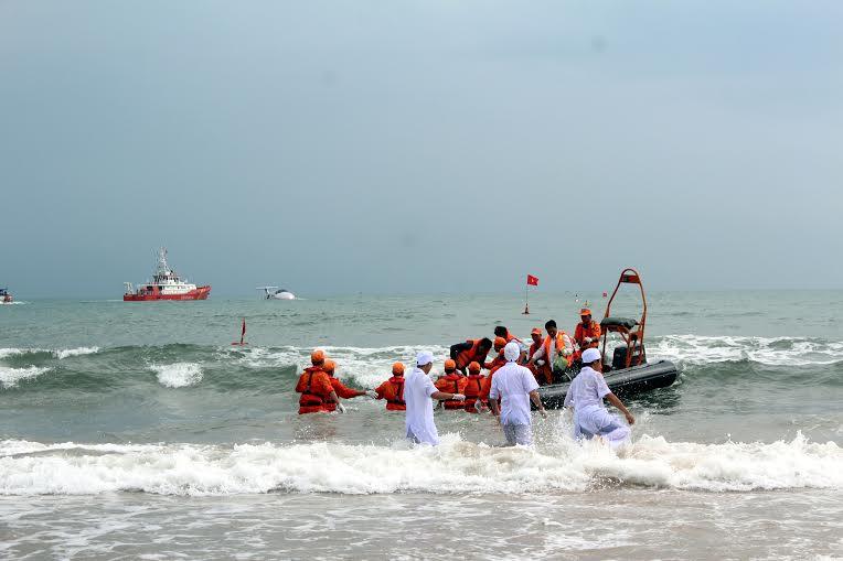Hàng chục máy bay, tàu biển diễn tập cứu nạn hàng không - 4