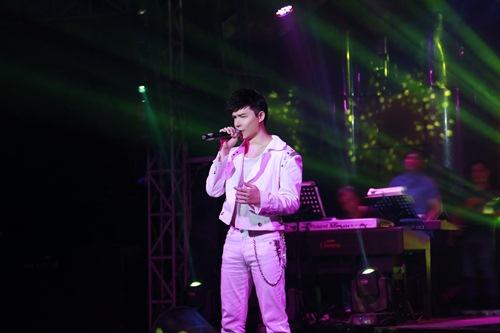 Nathan Lee hát xuyên đêm bất chấp khản cổ - 3