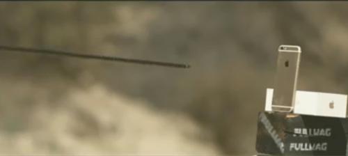 Video: Tra tấn iPhone 6S bằng cung tên rất kịch tính - 1