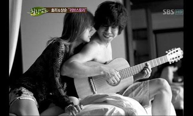 """Nữ ca sỹ Lee Hyori vốn được mệnh danh là  """" nữ hoàng sexy """"  của làng nhạc K-Pop. Sau khi kết hôn năm 2013, cô chủ yếu dành thời gian cho gia đình. Ông xã của & nbsp;Lee Hyori là Lee Sang Soon, một nhạc sỹ có gương mặt bị coi là trai xấu. Dẫu chênh lệch về ngoại hình nhưng cuộc sống gia đình của Lee Hyori rất hạnh phúc."""