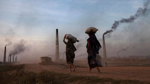 Ảnh: Sống trong cảnh ô nhiễm dễ sợ ở Bangladesh - 1