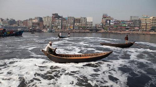 Ảnh: Sống trong cảnh ô nhiễm dễ sợ ở Bangladesh - 11