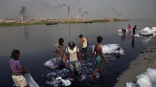 Ảnh: Sống trong cảnh ô nhiễm dễ sợ ở Bangladesh - 4