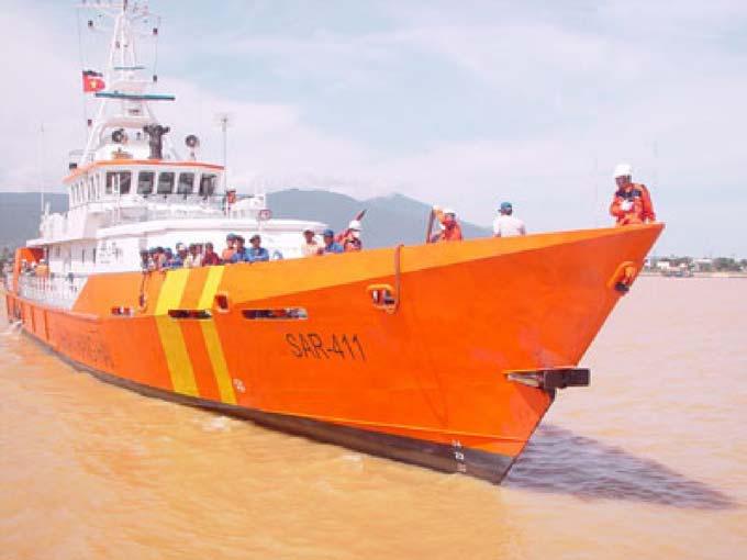 Cứu 6 ngư dân cùng tàu cá trôi dạt 3 ngày trên biển - 1