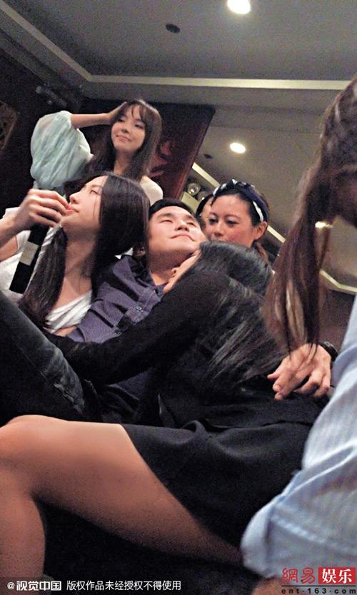 Rò rỉ ảnh thác loạn của kiều nữ - thiếu gia Hong Kong - 1