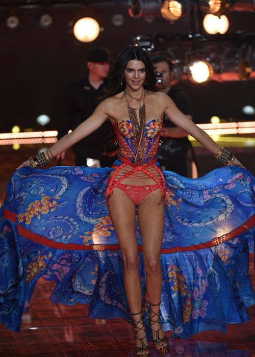 Dàn mẫu nội y cực gợi cảm trong show Victoria's Secret - 7