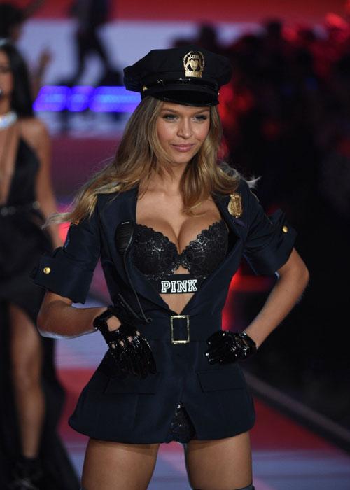 Dàn mẫu nội y cực gợi cảm trong show Victoria's Secret - 33
