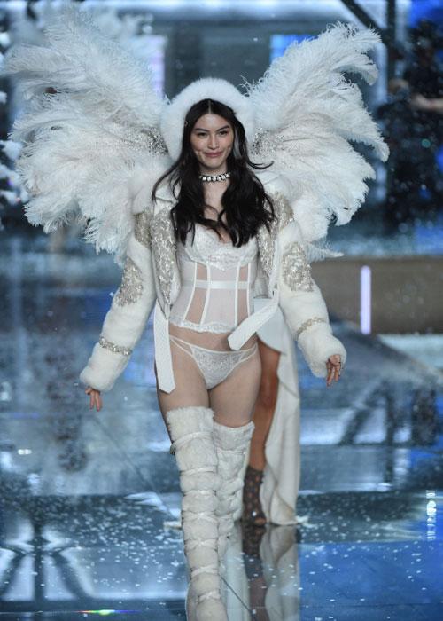 Dàn mẫu nội y cực gợi cảm trong show Victoria's Secret - 38