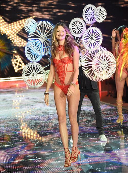 Dàn mẫu nội y cực gợi cảm trong show Victoria's Secret - 4