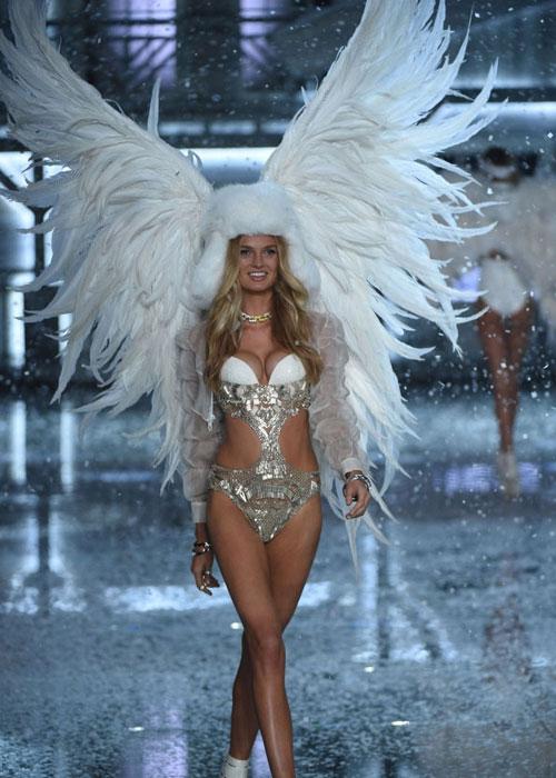 Dàn mẫu nội y cực gợi cảm trong show Victoria's Secret - 40
