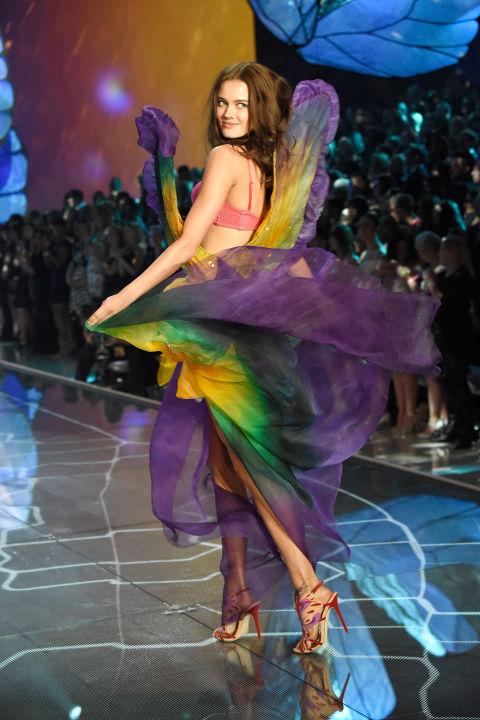 Dàn mẫu nội y cực gợi cảm trong show Victoria's Secret - 18