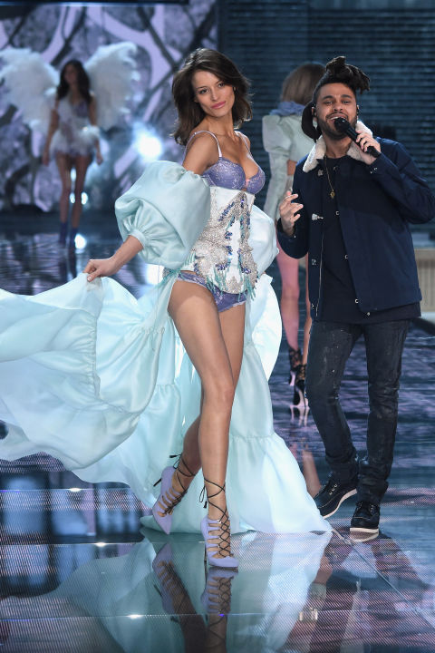 Dàn mẫu nội y cực gợi cảm trong show Victoria's Secret - 20